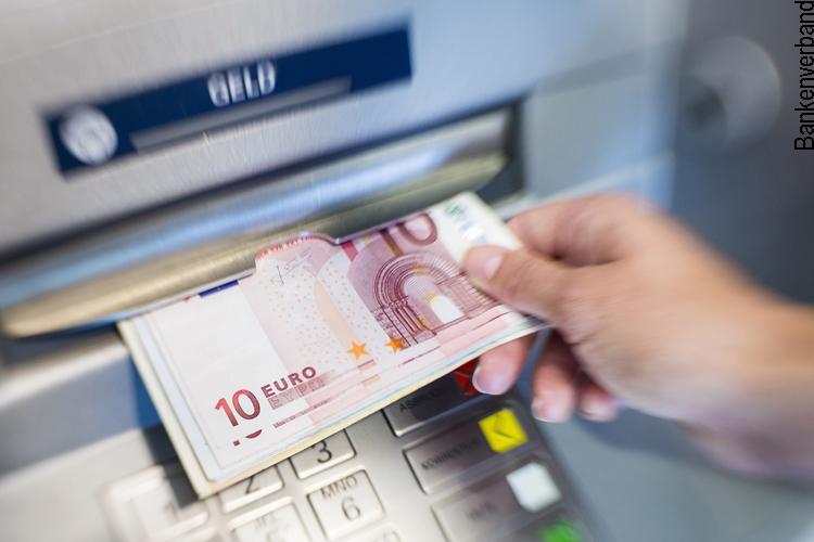 Bargeldbezug am Geldautomat
