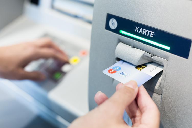 Bezug von Bargeld aus dem Geldautomaten