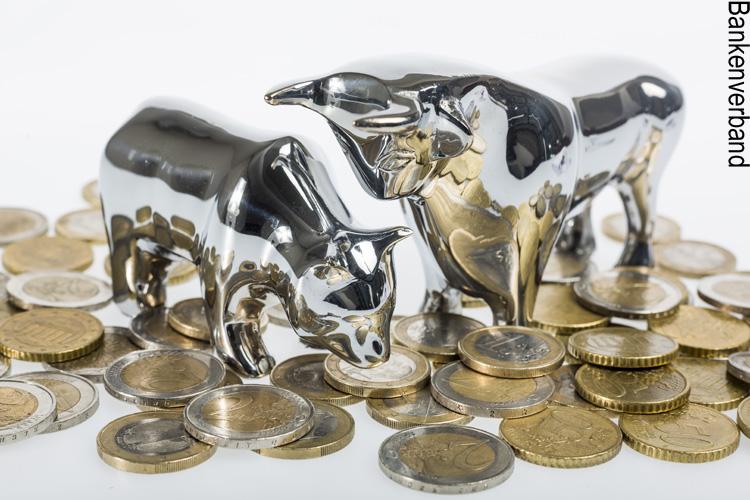 Bulle und Bär stehen für Chancen und Risiken der Börse