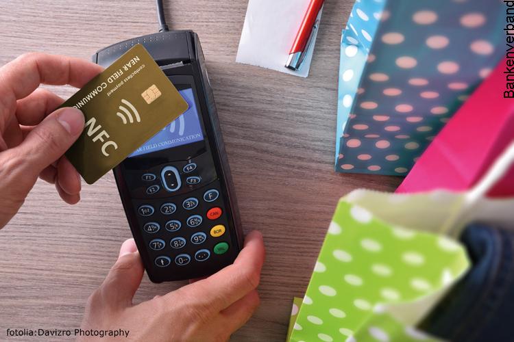 Mobiles kontaktloses Bezahlen mit dem Smartphone