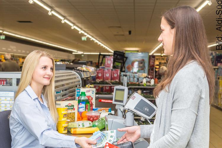 Bargeld an der Supermarktkasse abheben