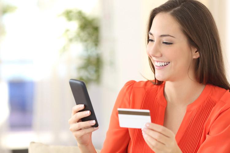 Viele Kunden telefonieren mit ihrer Bank