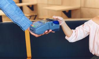 Einfach und bequem kontaktlos mit Karte bezahlen