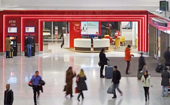 Full-Service-Filiale einer Bank im Flughafen