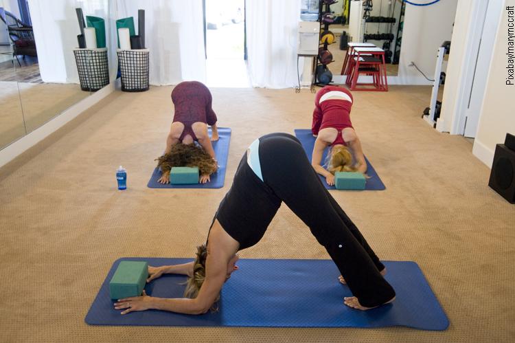 Umpqua Bank bietet Yoga Kurse in der Schalterhalle