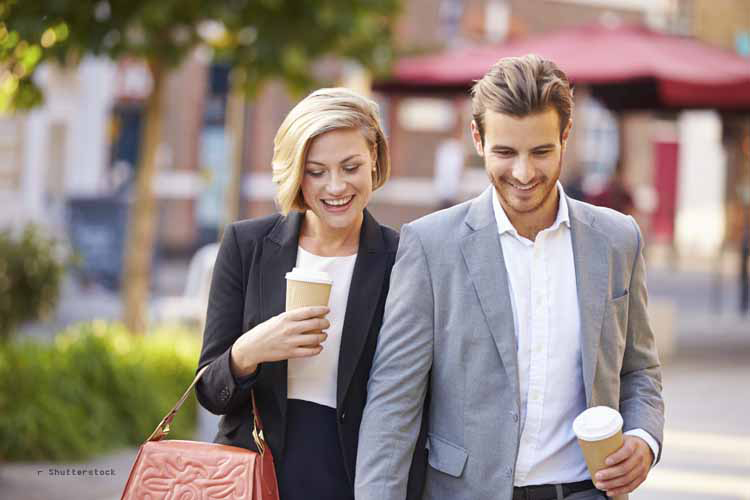 Bargeldlos bezahlen im Londoner Coffee-Shop