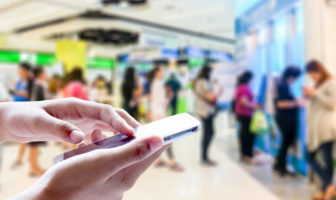 Mobile Banking statt Schlange stehen