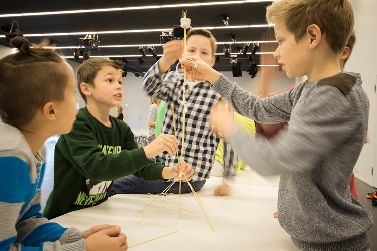 Kinder lernen Informatik beim Nationalen Zukunftstag