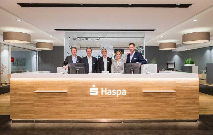 Haspa-Vorstand am Empfangstresen