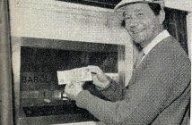 Erster Kunde am Geldautomat 1967