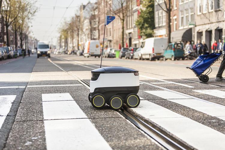 Roboter als Pizzabote