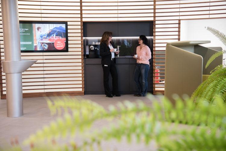 Zentraler Treffpunkt bei der Bank Linth Sargans: die Kaffee-Lounge