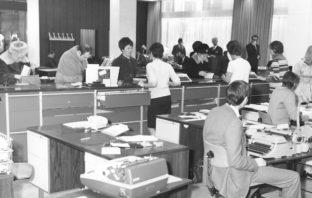Kundenansturm in der Bankfiliale