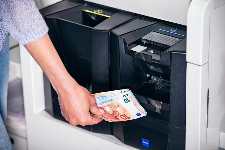 Cash Back an den Bargeld-Management-Systemen von GLORY