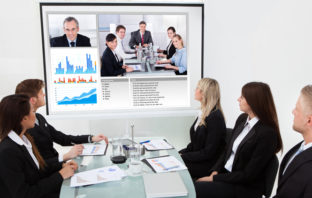 Videokonferenz in einer Bank oder Sparkasse