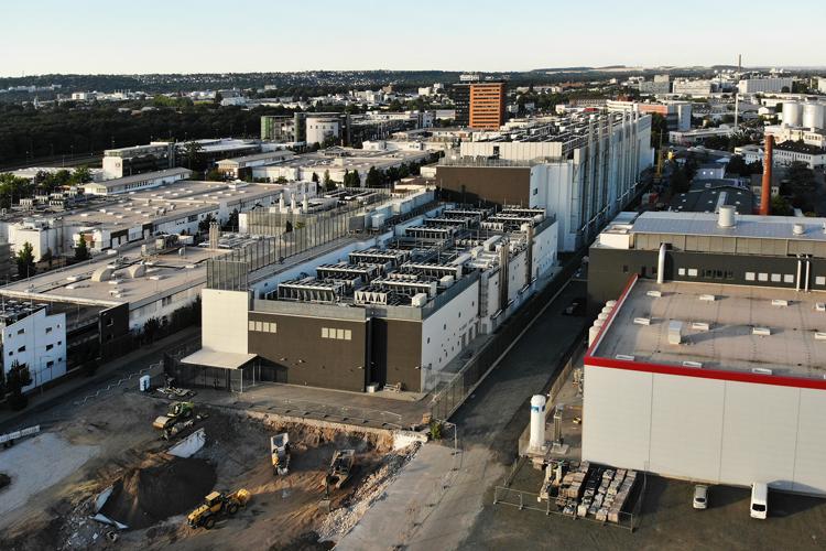 Riesige Rechenzentren entstehen derzeit im Großraum Frankfurt