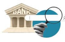 Verbraucher suchen auf der Webseite einer Bank nach passenden Finanzlösungen