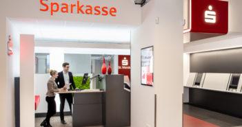 Sparkassen mit Innovation bei SB-Einzahlungen
